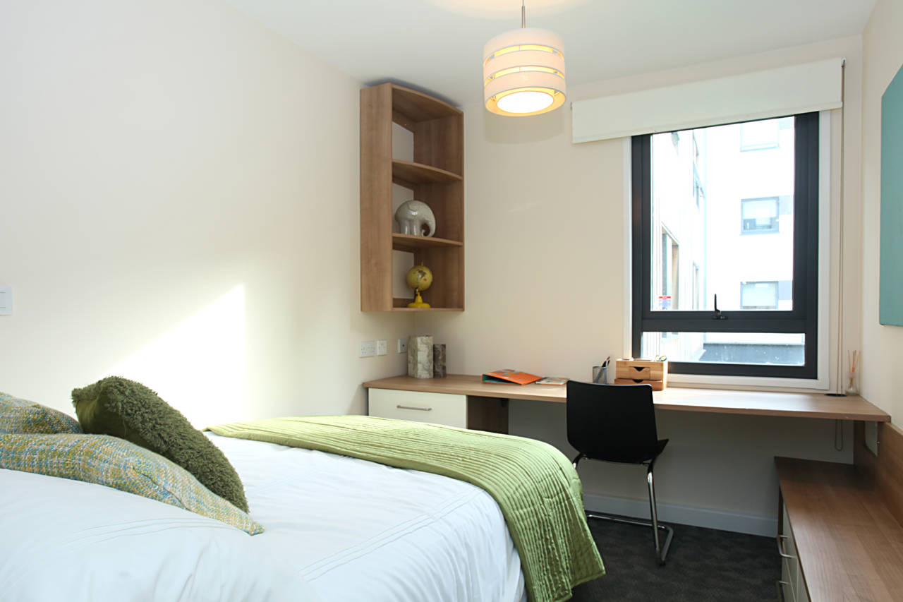 Chapter-Highbury-London-En-suite-Room-Unilodgers