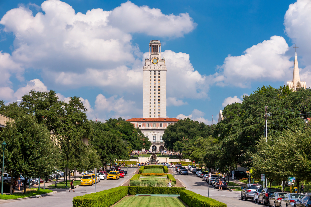 UT Austin student life happening all around the main entrance of the University of Texas at Austin