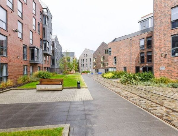 Tramways-Chester-Exterior-2-Unilodgers-900x600